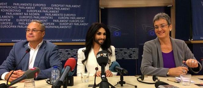 Conchita wurst al parlamento europeo compito dei for Lavorare al parlamento italiano