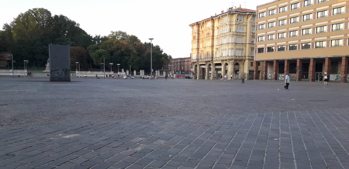 Bologna Piazza VIII Agosto